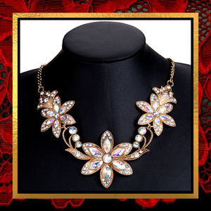 New Golden Crystal Rhinestone Floral Necklace #713